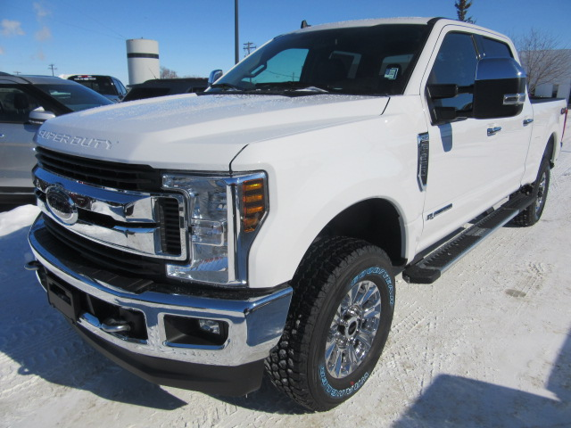 2019 Ford Super Duty F-350 SRW XLT 4x4 (FTS215) Main Image