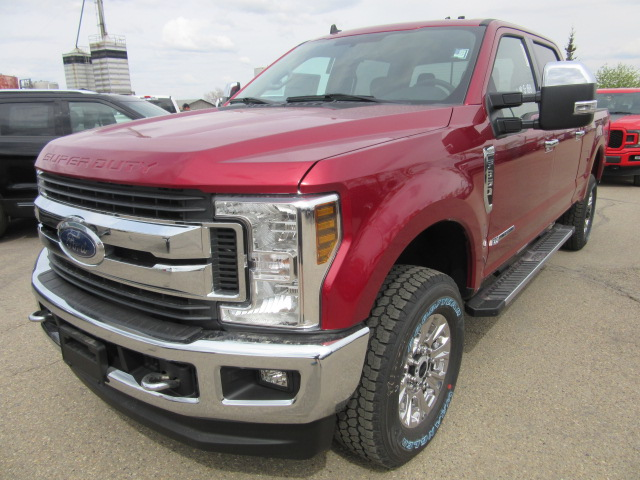 2019 Ford Super Duty F-350 SRW XLT 4x4 (FTS310) Main Image
